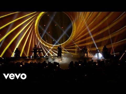 Ariana Grande - Dangerous Woman (Live From The 2016 Radio Disney Music Awards)