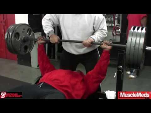 Кай Грин тренирует грудь перед 2009 Mr. Olympia (часть 1)