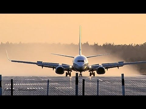 rynair 737 - So.. here's my first video in 2013, hope you like it! Aircraft: Boeing 737-8AS(WL) Airline: Ryanair Reg: EI-EKV First flight: 03-03-2010 Flight: FR8365 Engin...