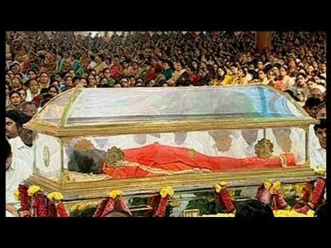 Video Sri Sathya Sai Baba Burial - SBS World News Australia download in MP3, 3GP, MP4, WEBM, AVI, FLV January 2017