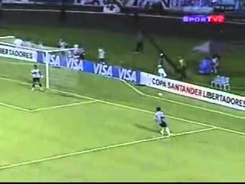 Miguel Pinto en acción.