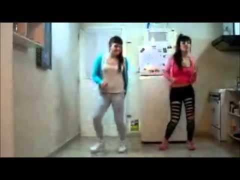 Chicas Bailando Nena Mala