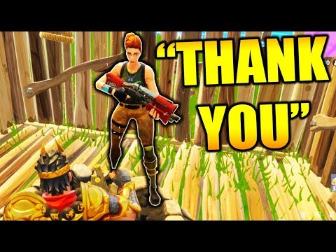 HELPING KID WIN HIS FIRST FORTNITE BATTLE ROYALE GAME!!! (видео)