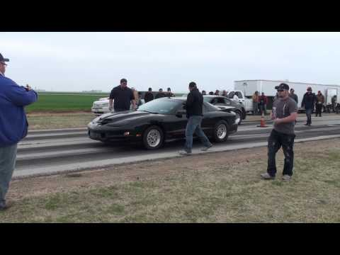Twin-turbo Mustang vs. Nitrous-powered Trans Am