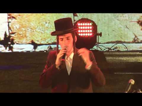פדה בשלום • הזמר מוטי שטיינמץ מנגן יחד עם הקהל: לצפייה
