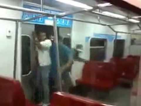 A subir que se llena el Metro!