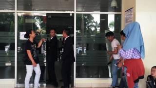 Artis senior Yenny Rachman mengungkapkan bahwa penyanyi Julia Perez sedang diambil tindakan oleh tim dokter Rumah Sakit Cipto Mangunkusumo (RSCM), Jakarta Pusat, Kamis (20/4/2014).