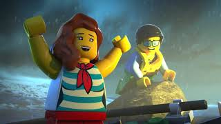 Vruć je ljetni dan na plaži u LEGO® Cityu! No na horizontu se sprema grmljavina. A onda niotkuda, dolazi SOS poziv za pomoć u obalni stožer. Vrijeme je da kadeti hrabre valove!