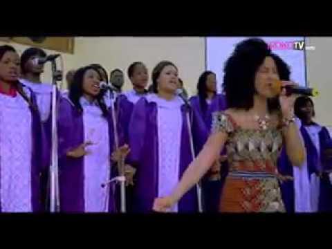 Adesua Etomi Nigerian movie stars sings in. choir. Bestinno'svideos.MP4