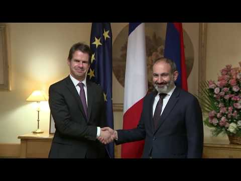 Վարչապետը տոնի առթիվ շնորհավորել է եւ այցելել ՀՀ-ում Ֆրանսիայի դեսպանատուն - DomaVideo.Ru