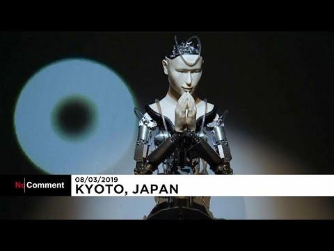 Japan: Roboter liest Buddha vor und zu gläubigen Budd ...