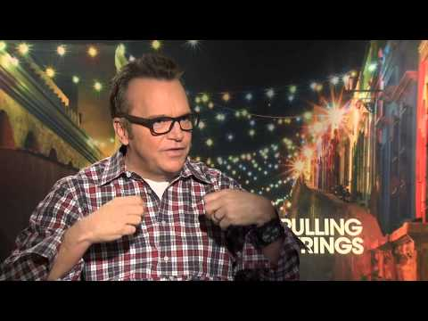 Tom Arnold and his experience in the bilingual romantic comedy