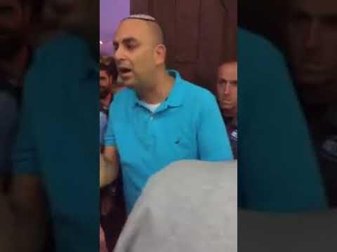"""תיעוד מהמסגד: """"תעצרו את התפילה"""""""