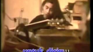 Download lagu Ella Mendung Tak Berarti Hujan Mp3