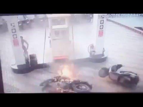 [VIDEO]Bullet Motorcycle caught fire during filling Petrol in Punjab - Troll Punjabi
