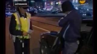 Policjanci byli srogo zdziwieni! Nie uwierzysz w czym jechał ten napi**dolony ziomek!