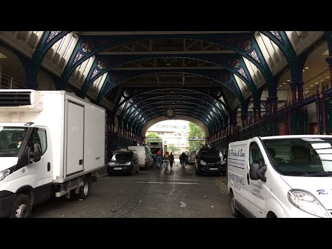 The City of London Farringdon Live + St Johns Gate Clerkenwell Road