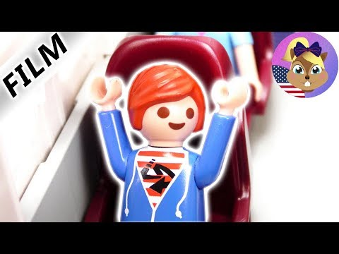 Playmobil Film English - HANNAH CLOGGS THE BATHROOM AT THE AIRPLANE! EMERGENCY LANDING? Smith Family