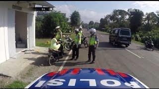 Video Polisi ini Ajak Bercanda Pengendara Motor yang Tidak Gunakan Helm - 86 MP3, 3GP, MP4, WEBM, AVI, FLV Juni 2017