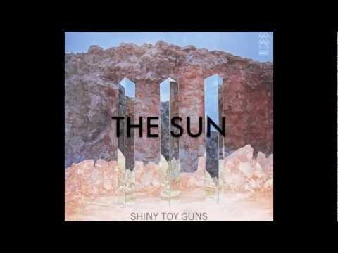 Tekst piosenki Shiny Toy Guns - The Sun po polsku