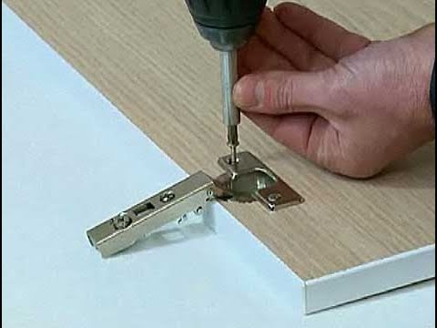 Cómo instalar una bisagra en una puerta