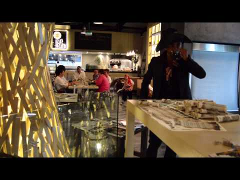 Jack Sparrow's cosplay in Dubai for a pirates' dinner at Lounge Cafe Italiano- DubaiBlog دبيّ