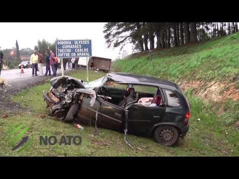 Após colisão, caminhão tomba às margens da BR -282