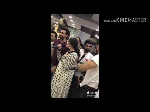 Neelum Muneer gets Touched Manhandled in Public