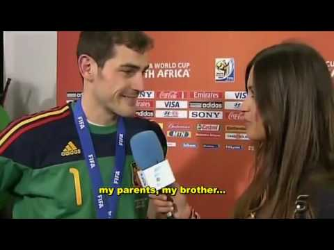 Casillas Kissing his very Sexy Girlfriend Sara (sweet moment)!