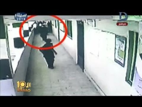 العرب اليوم - بالفيديو: وكيل مدرسة يتعدى على مُعلمة بالضرب