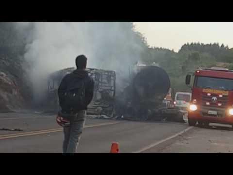 Grave acidente na PR323 envolve carreta e ônibus da saúde de Altônia (VÍDEO)