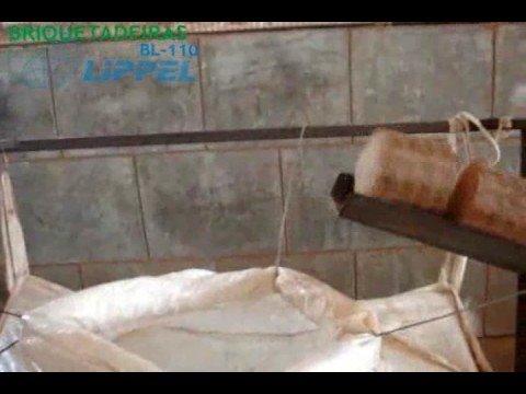 Briquetadeira Mecânica Lippel BL - 105x240 - Fabrique Briquetes de Serragem com Alta Produtividade
