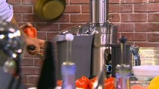 """https://www.youtube.com/watch?v=1wGzIeBzlMg - Смак - Марина Неелова - томатный коктейль, рыба в тесте по французски, закуска из морепродуктовКулинарно-развлекательная программа: на телевизионной кухне знаменитых гостей встречает Иван Ургант, и они делятся с ним секретами приготовления любимых блюд.Больше рецептов на нашем канале - https://www.youtube.com/channel/UCSYcqog7LTKh_MQ68UkbJQQМарина НеeловаВ гостях у программы """"Смак"""" - актриса театра и кино, народная артистка РСФСР Марина Неелова. Для телезрителей Первого канала актриса приготовила закуску из морепродуктов, рыбу в тесте по-французски, а также безалкогольный томатный коктейль.Марина Неелова рассказала о гастролях театра """"Современник"""" в Лондоне, а также призналась, что у нее сложные отношения с кухней: готовит она прекрасно, а вот есть не любит."""