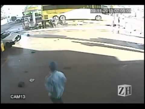 Caminhonete invade posto em Boa Vista do Buricá--10/11/2013