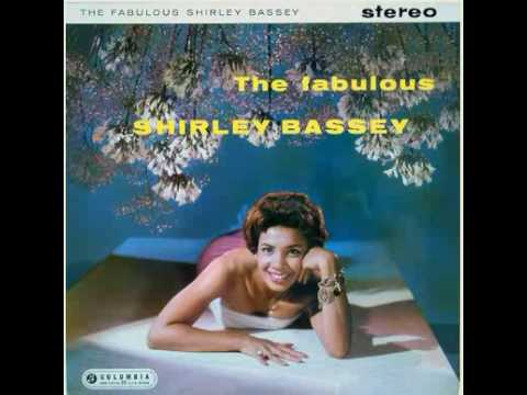 Tekst piosenki Shirley Bassey - April in Paris po polsku