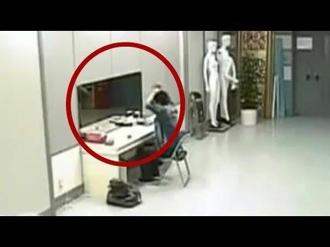 scherzo pauroso: fantasma nello specchio!