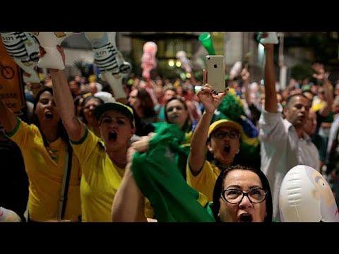 Βραζιλία: «Λούλα κλέφτη, η θέση σου είναι στη φυλακή» λένε οι διαδηλωτές…