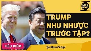 DONALD TRUMP NHÚN NHƯỜNG TẬP CẬN BÌNH: KHÔN NGOAN HAY NHU NHƯỢC?Cuộc gặp gỡ hai ngày 6 và 7-4 giữa tổng thống Mỹ Donald Trump và chủ tịch Trung Quốc Tập Cận Bình tại khu nghỉ dưỡng Mar-a-Lago, bang Florida, đã kết thúc với nhiều thông tin lạc quan về quan hệ song phương.Trước đây ông Trump là người tỏ thái độ cứng rắn với Trung Quốc trong giai đoạn tranh cử tổng thống. Ngược lại, ông Tập cũng bị cho là gặp áp lực dư luận trước cuộc gặp gỡ trực tiếp đầu tiên với người đứng đầu Nhà Trắng. Song, diễn biến trong hai ngày họp qua cho thấy cả hai đều cố gắng giảm nhẹ hết mức có thể những xung đột tiềm năng.Cũng giống như một bài xã luận trên Thời báo Hoàn Cầu trước cuộc gặp này, ông Trump và ông Tập đã ra... đòn gió, chứ không để xuất hiện xung đột. Cuộc gặp vừa qua kết thúc với những điểm tích cực, nhưng chính xác thì không có một giải pháp hoặc chi tiết cụ thể nào được thông qua.US President Donald Trump meeting Xi Jinping China's president at Mar-a-Lago SummitSubscribe để cập nhật tin mới nhất http://bit.ly/LiveNewsTVTham gia fanpage http://facebook.com/TVLiveNews