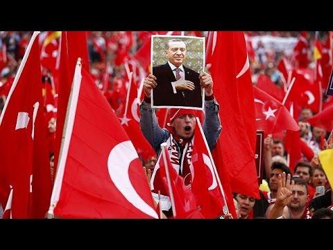 Γερμανία: 20.000 Τούρκοι διαδήλωσαν υπέρ του Ερντογάν