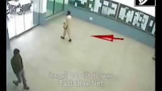 تبي تضحك . شاهد الباكستاني والباب المتحرك
