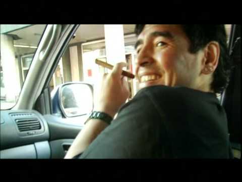 Napoli si spacca tra la tela di Caravaggio e il murales di Maradona
