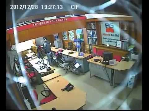 Trộm Laptop trước mặt nhân viên công ty