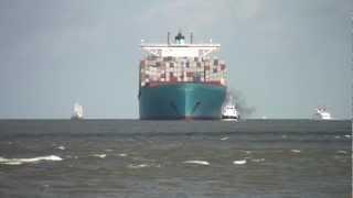 Video Ebba Maersk (398m) einlaufend Bremerhaven 01.07.2012; Begegnung mit Cap San Diego! MP3, 3GP, MP4, WEBM, AVI, FLV Desember 2018