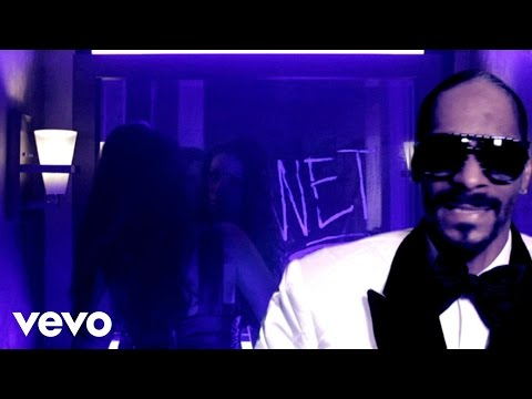 wet - Music video by Snoop Dogg performing Wet. (P) (C) 2010, 2011 Capitol Records, LLC. All rights reserved. Unauthorized reproduction is a violation of applicabl...