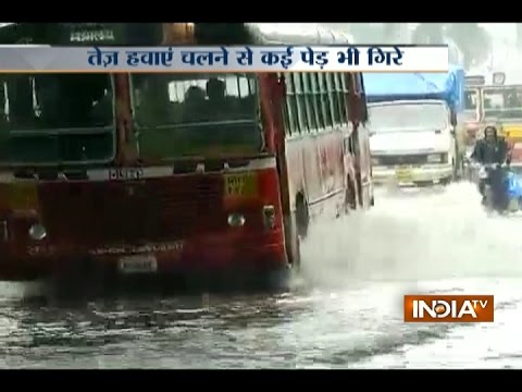 Heavy rains lash Mumbai, water logging resulted in several areas