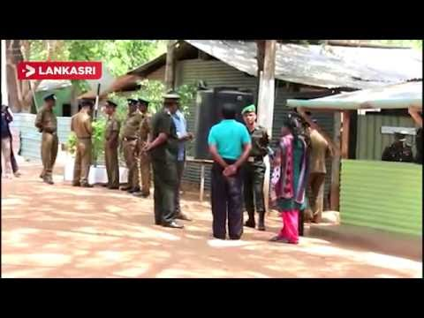 People-protest-in-front-of-the-paravippanjan-military-camp