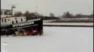 Download Lagu IJsbreker door kanaal de Haandrik tussen Daarlerveen en Vriezenveen Mp3