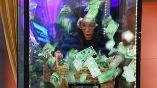 Alessandra Y Karla En Una Competencia Por Billetes - A Competition For Bills - Despierta America