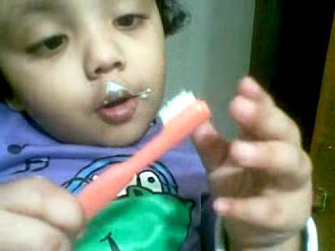 Bangla kid funny video – baby girl brushing teeth herself for the first time 14012011