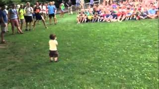 Toddler Controls Crowd Of 500, Loves Every Second